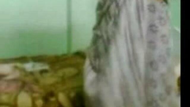 বাঁড়ার সেক্সি গানে রস খাবার ব্লজব হাতের কাজ