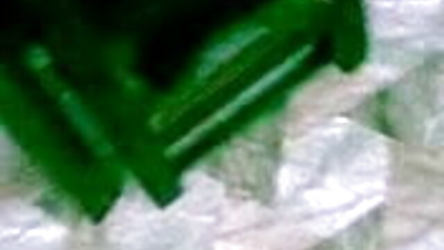 বিদেশীদের একটি সুন্দর শ্যামাঙ্গিণী একত্রে ইন্ডিয়ান সেক্সি গান খুঁজে, এবং এটা