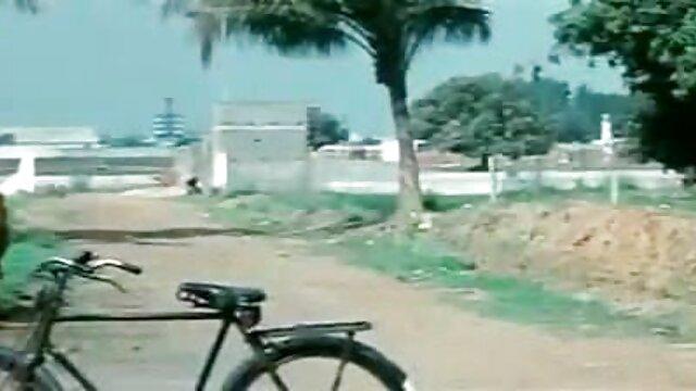 18 বছর বয়সী বললেন বড় দুধ এবং সেক্সি ভাবি ভিডিও রিরংসা